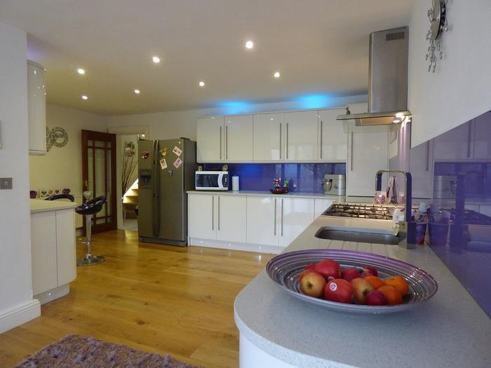 キッチンと風水の関係!おすすめな色・インテリア・観葉植物