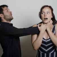 首を締める彼氏の心理って?気をつけてもらうこととは?