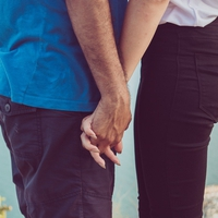 普通の手繋ぎではダメ?恋人繋ぎをする彼氏の心理とは?
