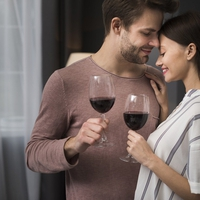 お酒を飲んでるから本気ではない?恋人繋ぎをしてきた男性心理