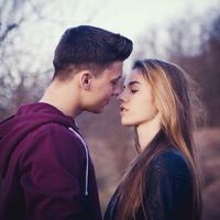 付き合う前のデートでキス!これって脈あり?