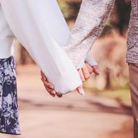 女性から手を繋ぐのはアリ?男性の意見とタイミングとは