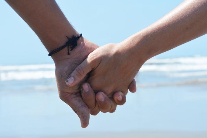 男友達が手をつないできた。手をつなぐ心理とは?