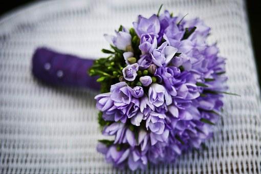 紫色のもつ風水的な意味や効果とは?