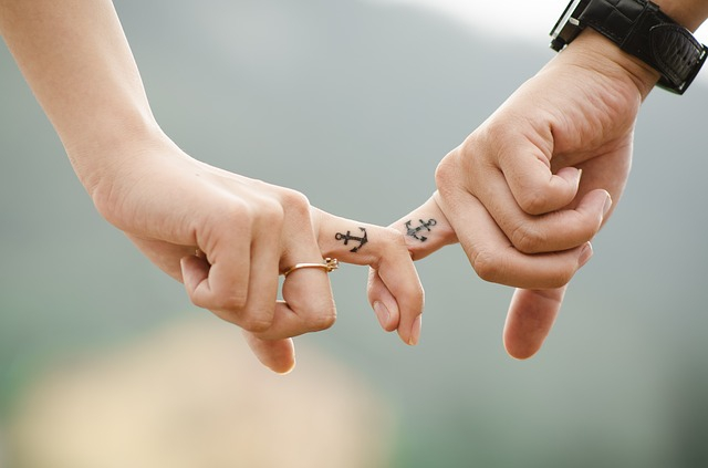 緊張しても大丈夫!付き合う前に好きな人と手を繋ぐ方法&タイミング