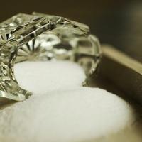 塩で簡単にできる!パワーストーンの浄化方法