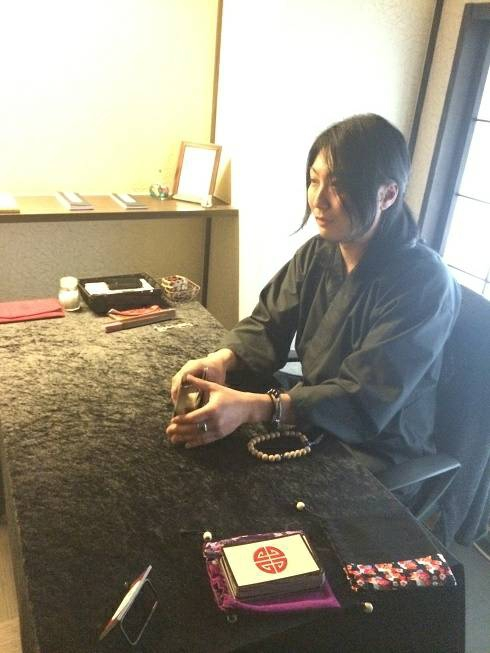 京都に3店舗ある『銀月堂』で会える占い師…植野 銀月さんとは