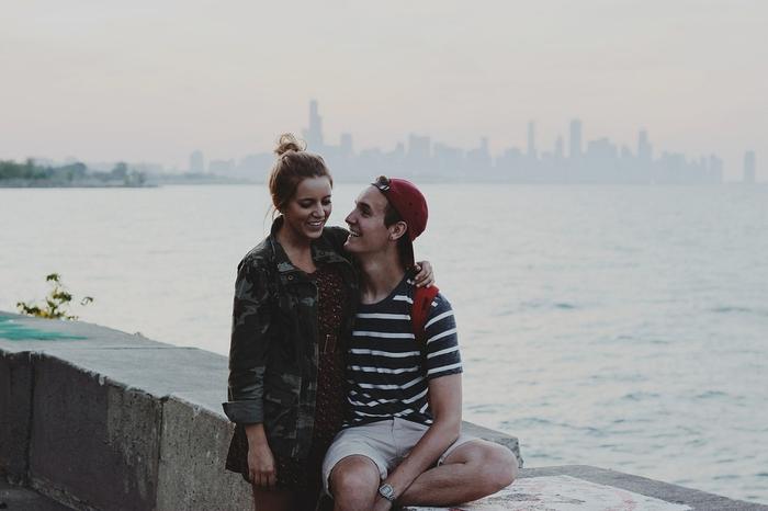 ただの挨拶?恋愛表現?キスでわかる外国人男性の心理