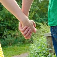 夫婦円満でも危険?浮気をする夫の心理と本音