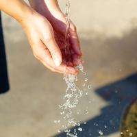 水を飲む夢を見た!?水に関する夢占いの意味