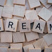 【夢占いの意味】元彼から連絡くる夢の意味と効果