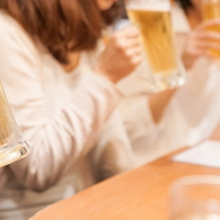 彼女いるのに他の女と飲みに行く心理&浮気チェック方法