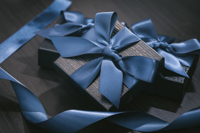 心はいつも一緒♡遠距離前の彼氏に贈るべきおすすめプレゼント!