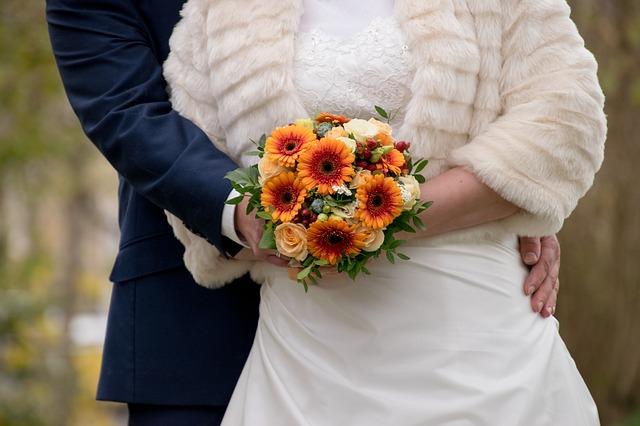 結婚を考える時期は男女で違った…!いつから考えるの?