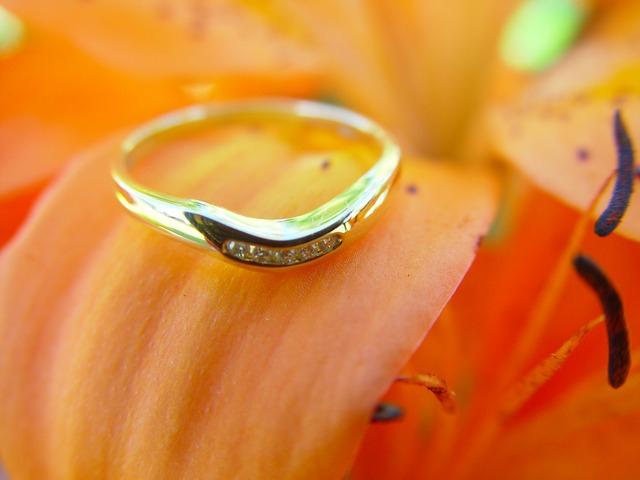 結婚は早いほうがいいって本当なの?幸せになれる結婚年齢