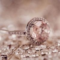 今さら聞けない…婚約指輪と結婚指輪って2つ必要なの?