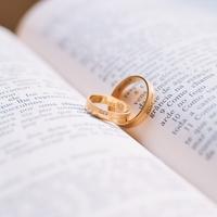 普段、結婚指輪はどうしてる?つけるタイミングはいつ?