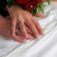男が結婚指輪ってどうなの?気持ち悪い?男女の意見とは…