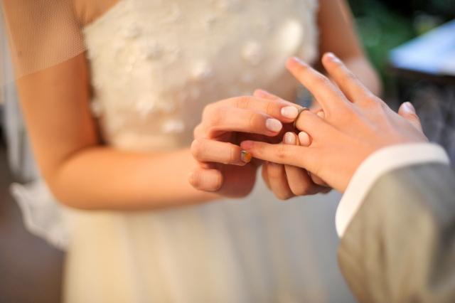 いつからなの?結婚指輪をつけるベストなタイミング