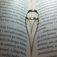 結婚指輪をはずすのは危険?離婚前の男性が見せる5つの前兆とは