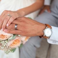 大企業勤の男性は結婚できないのはウソ!?婚期が早い理由とは