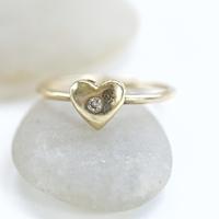プロポーズ前に一緒に選ぶ?婚約指輪を買うタイミング
