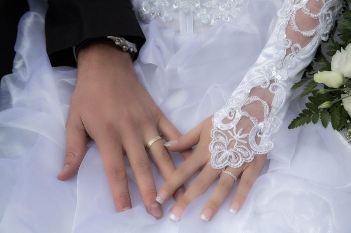 お金ない女性は結婚できない?どうするべき?